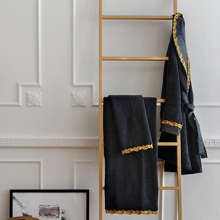 set bagno accappatoio e asciugamani neri coordinati