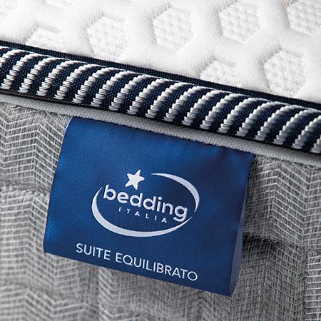dettaglio marchio bedding su materasso